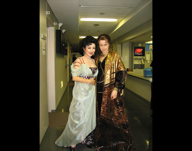 "New National Theater Tokyo: ""Die Fledermaus"" backstage with Elena Zhidkova