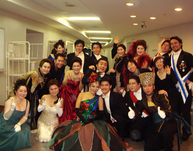 "New National Theater Tokyo: ""Merry Widow"" backstage (2009/10/01)"