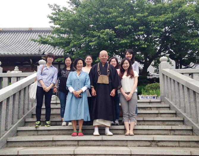 In front of Seijoin, with the chief priest Mr. Miyamoto